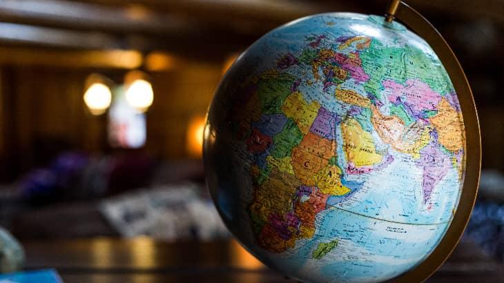 【進むグローバル化に適応するために】国際系大学3校の留学制度を比較|新しい留学の形とは?