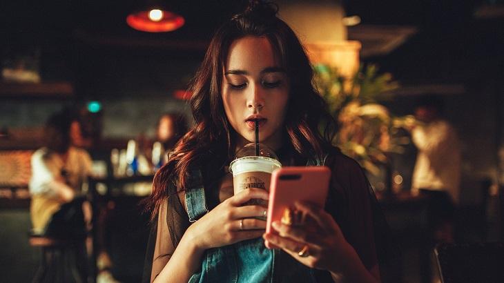 若者は電話が苦手!?電話予約とネット予約のメリット・デメリットを徹底比較!